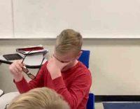 Vaikas daltonikas pirmą kartą pamatė spalvas. Jo reakcija … [video]