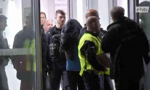 Berlyne, lekcijos metu, peiliu nužudytas buvusio Vokietijos prezidento sūnus