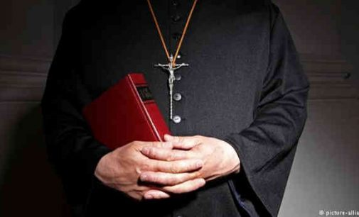 Popiežius panaikino slaptumo režimą pedofilų byloms