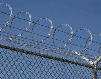 Įkalinimo įstaigų pareigūnai galės atlikti policininkų vaidmenį ir surašyti administracinių nusižengimų protokolus