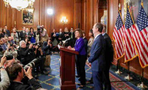Demokratai oficialiai paskelbė kaltinimus Donaldui Trampui