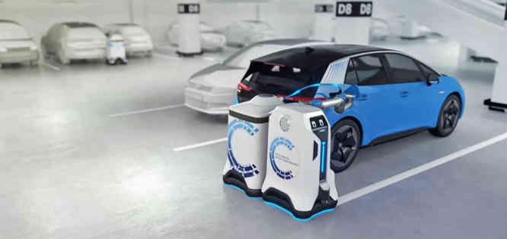 Volkswagen pademonstravo robotą-elektromobilių pakrovėją, veikiantį autonominiu režimu