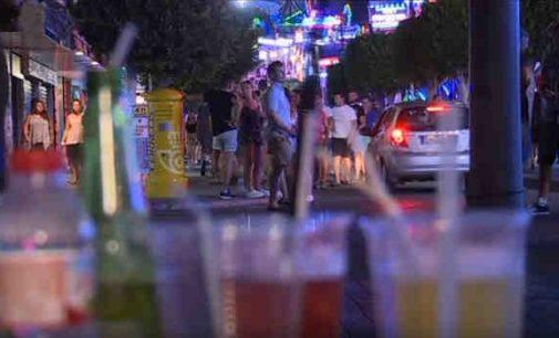 Balearų salos kovoja su alkoturizmu ir su šokinėjimu iš balkonų į baseinus