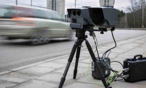 Vyriausybės prašoma žymėti mobiliųjų greičio matuoklių vietas keliuose