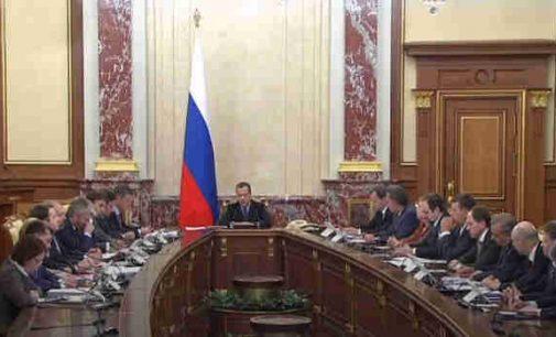 Rusijoje atsistatydino vyriausybė, Putinas pasiūlė naują premjerą vietoje Medvedevo