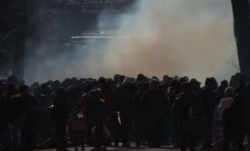 Graikija ašarinėmis dujomis, Bulgarija kitomis priemonėmis, stabdo nelegalių migrantų srautus