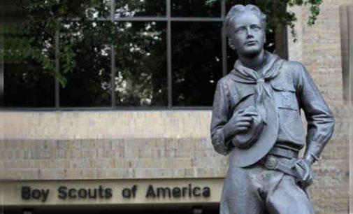 """""""Amerikos boiskautai"""" padavė ieškinį bankrotui, kad gautų pinigų apmokėti kompensacijas iškrypėlių aukoms"""