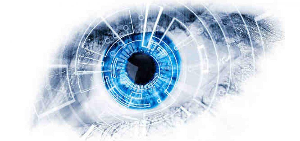 Mokslininkai sėkmingai įjungė bioninę akį į aklos moters smegenis