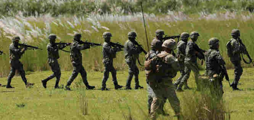 Filipinai griežtai nutraukė karinę sutartį su JAV