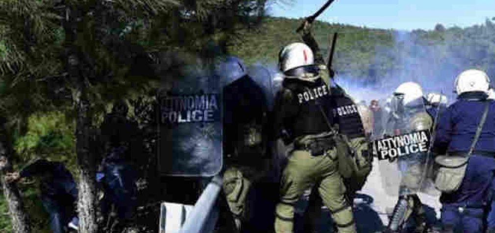 """""""Partizaninis karas"""" Lesbo saloje prieš stovyklų nelegaliems migrantams statybą"""