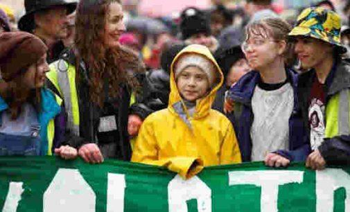 """""""Permainos – tai mes"""", – pareiškė Greta Thunberg 15 tūkst. jaunimo eitynėse Bristolyje"""