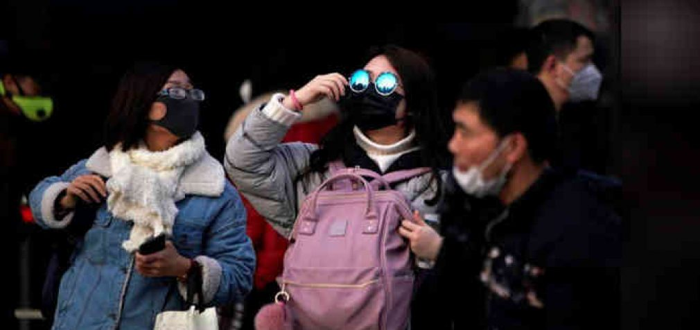 Kinija skaičiuoja ekonominius nuostolius dėl koronaviruso, rinkos krenta, aukų skaičius auga