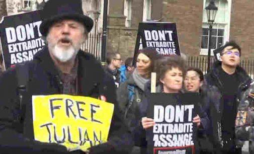 Protesto maršas Londone siekiant apginti Džulianą Asandžą