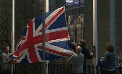 Britanijos vėliava nuleista