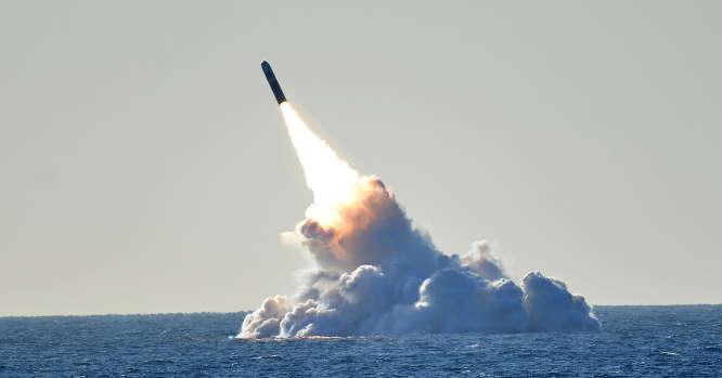 Raketa iš povandeninio laivo