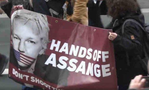 JAV prieš Džulianą Asandžą: žurnalistika ar špionažas?