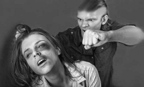 Karantino fone smurtas šeimose visoje Europoje išaugo 60 procentų
