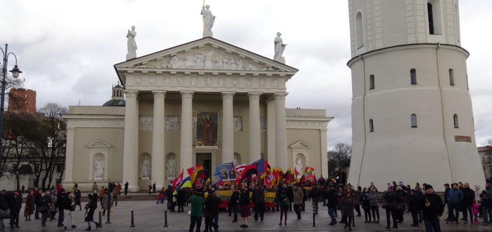 """""""Lietuva lietuviams!"""" – vakar tradiciškai, kaip visada Kovo 11-ąją, skambėjo Vilniaus gatvėse"""