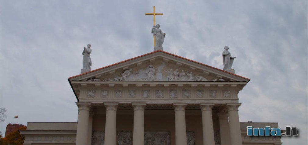 Bažnyčiose rekomenduojama vengti liesti rankomis relikvijas ir jas bučiuoti