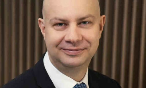 Lietuvos medikų sąjūdis, reikšdamas nepasitikėjimą ministru A. Veryga, rekomenduoja imtis politinių žingsnių ir paskirti į jo vietą kariškį