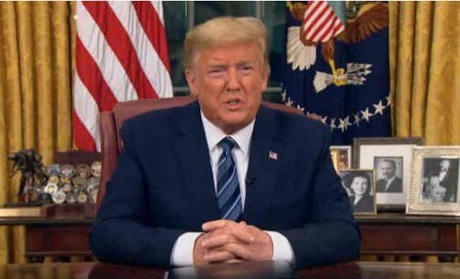 """Optimistinė Donaldo Trampo prognozė: """"Koronavirusas išnyks savaime"""""""