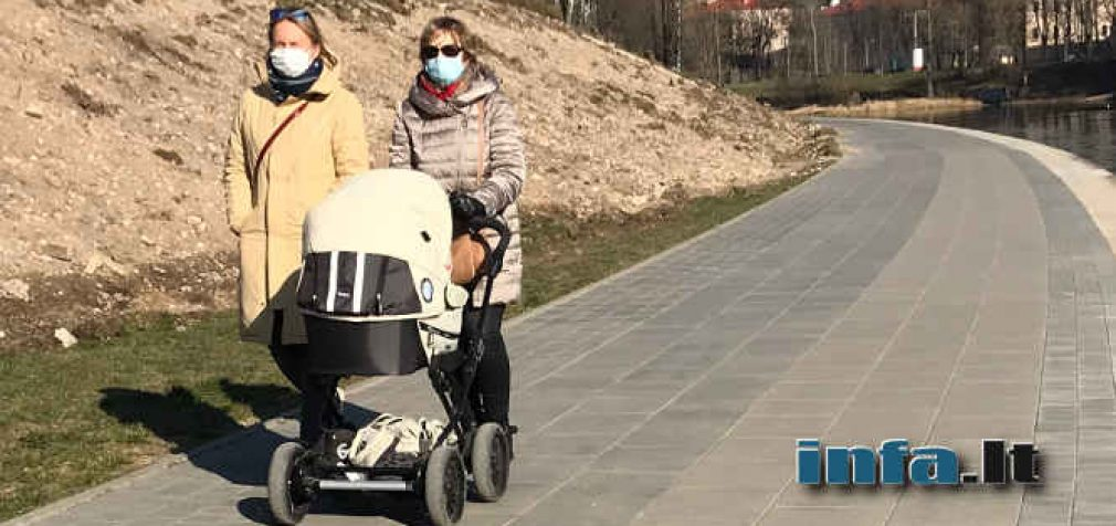 Nuo penktadienio viešose vietose dėvėti apsauginę kaukę – privaloma