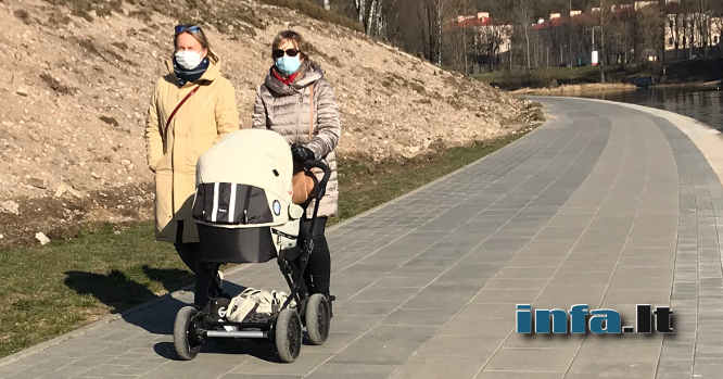 Moterys su kaukėmis - Lietuva