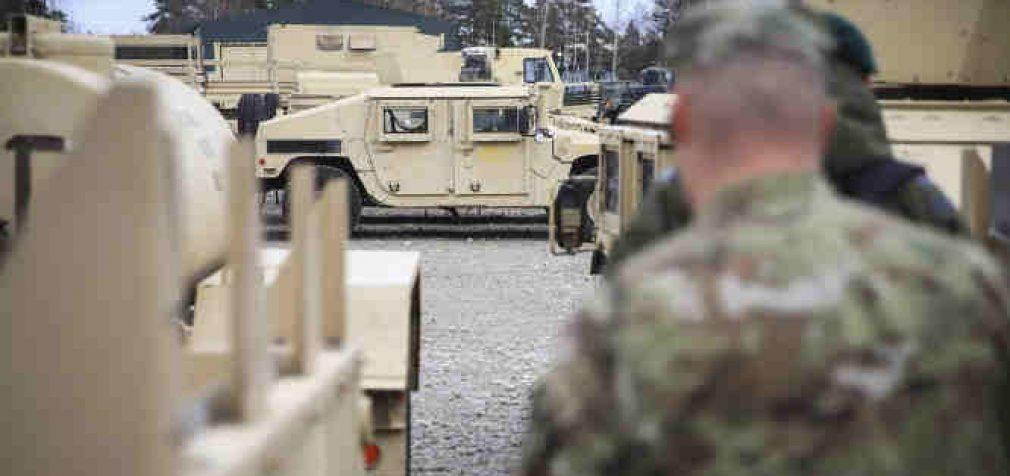 Koronavirusas Covid-19 privertė sumažinti karinių NATO pratybų apimtis, o kai kurias atšaukti visai