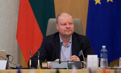 Saulius Skvernelis pranešė, kad lietuviams vėl leista kirptis, skustis, lakuoti nagus ir net gerti kavą be kaukės