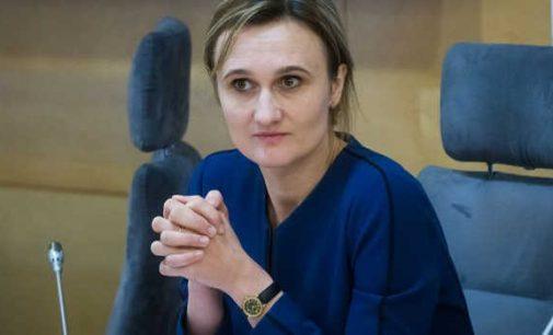 """""""Kaip sulaikyti laukuose nebevaldomą """"valstiečių"""" pinigų barstytuvą?"""", klausia Viktorija Čmilytė-Nielsen"""