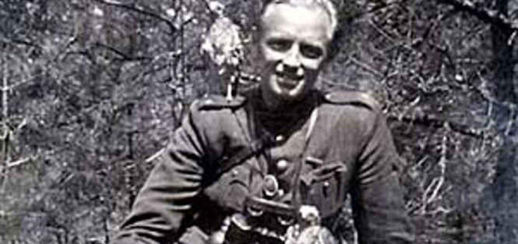 Rytoj bus atidengtas antkapinis paminklas Adolfui Ramanauskui-Vanagui