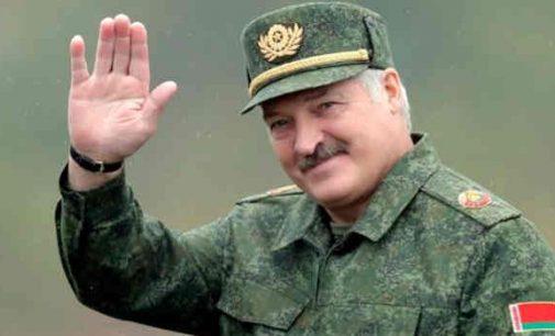 Baltarusijos opozicija vėl pakilo į mūšį, kurį lazdomis, vandens patrankomis ir ašarinėmis dujomis pasipiktinusios ES akyse eilinį kartą laimėjo OMONas