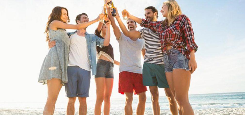 Liberalų kovos su COVID-19 priemonė – alkoholis paplūdimiuose?