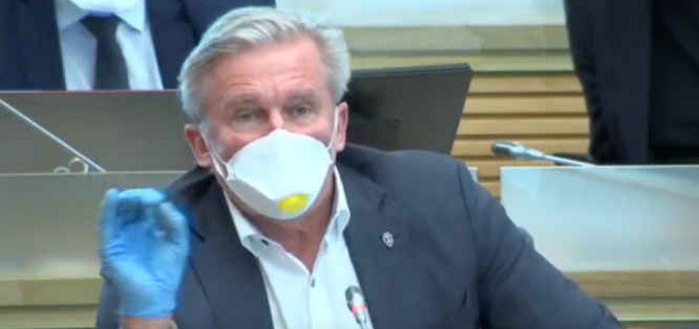 Konservatoriams užkliuvo Jaroslavo Narkevičiaus dvikalbė lentelė ant namo – negerbia lietuvių kalbos