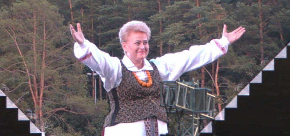 Tapinas planuoja baltarusišką Baltijos kelią, prie kurio žada prisijungti pavėlavusi į originalųjį D. Grybauskaitė