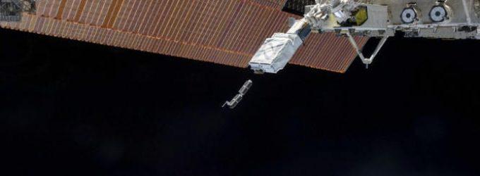 SpaceX erdvėlaivis Crew Dragon susijungė orbitoje su TKS ir pakeitė pavadinimą