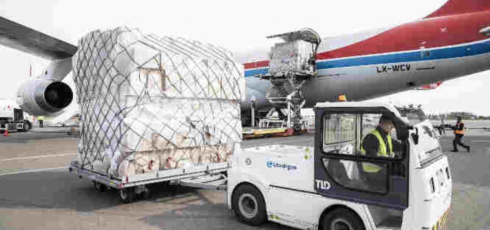 Vilniuje nusileido dar vienas lėktuvas su medicininių apsaugos priemonių kroviniu