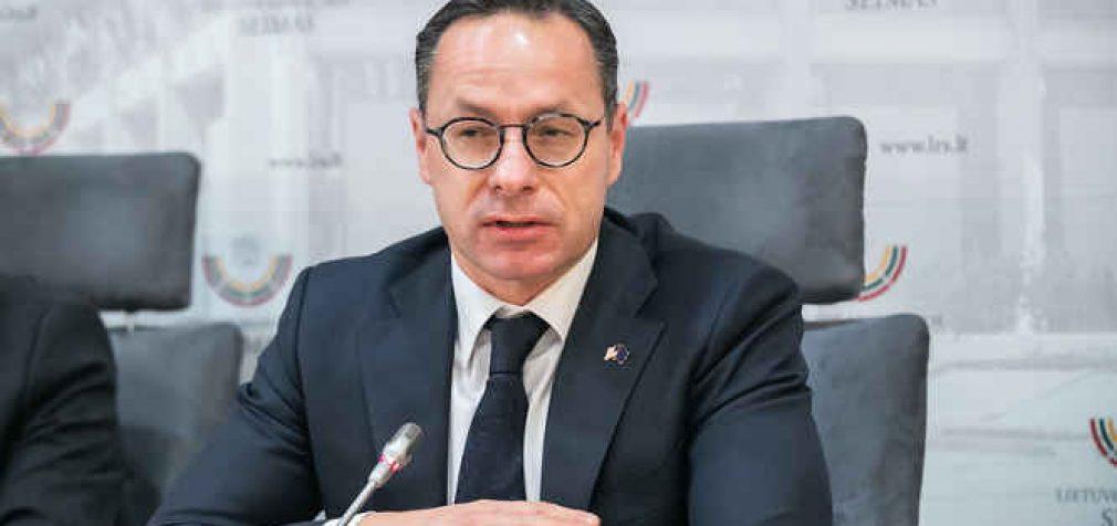 Ž. Pavilionis po grasinimo sankcijomis Gruzijai, raginamas trauktis iš pareigų