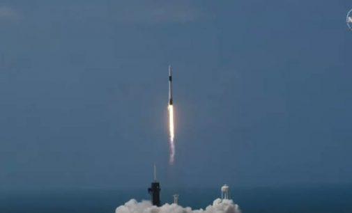SpaceX kosminis laivas vėl pakilo į kosmosą – šįkart su astronautais jame
