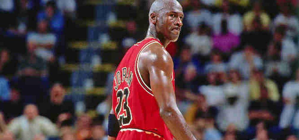 Vieno žymiausių NBA žaidėjų sportbačiai aukcione parduoti už rekordinę sumą