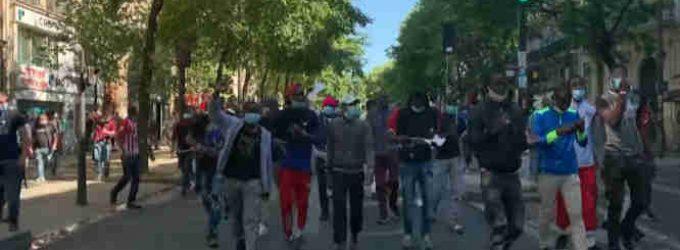 Nelegalų maršas Paryžiuje – reikalauja juos legalizuoti