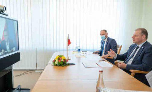 Premjeras S. Skvernelis su Lenkijos premjeru M. Morawieckiu aptarė judėjimo per bendrą sieną švelninimo klausimus