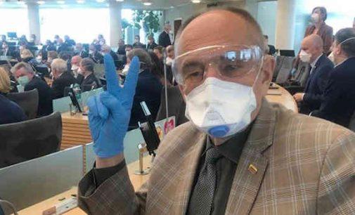 """Seimo narys, prof. A. Kirkutis: """"Neatmestina, kad susiduriame su bakteriologiniu ginklu, nukreiptu paveikti visuomenę. Kaip apsiginsime?"""""""
