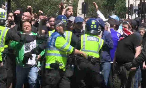 """Neramumai Londone: dešinieji, siekiantys išsaugoti paminklus susidūrė su """"antirasistais"""""""