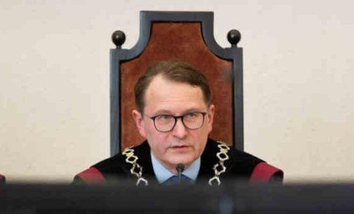"""""""Konstitucinis teismas, kuris privalo vadovautis rašytais įstatymais, pats šiurkščiai pažeidinėja juos"""", – teigia P. Gražulis"""