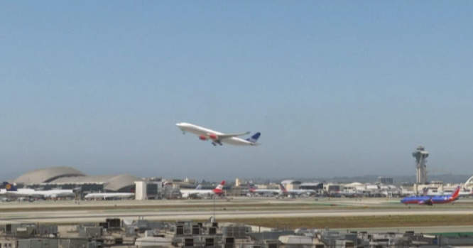 Lėktuvas kyla