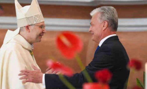 """""""Bažnyčios vertybės ir principai visada daug reiškė Lietuvai"""", – teigia prezidentas"""