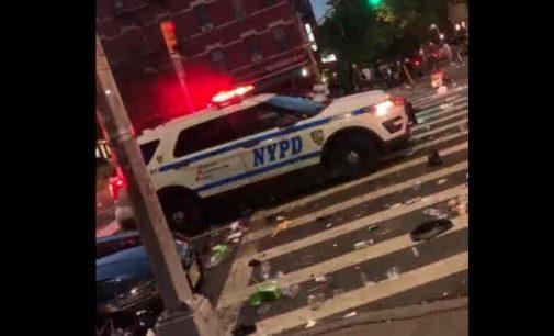"""Naktys Niujorke. """"Taikios taikių protestuotojų demonstracijos"""" ir policijos bejėgiškumas"""