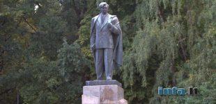 Konservatoriai prašo paskubinti Petro Cvirkos paminklo nukėlimą
