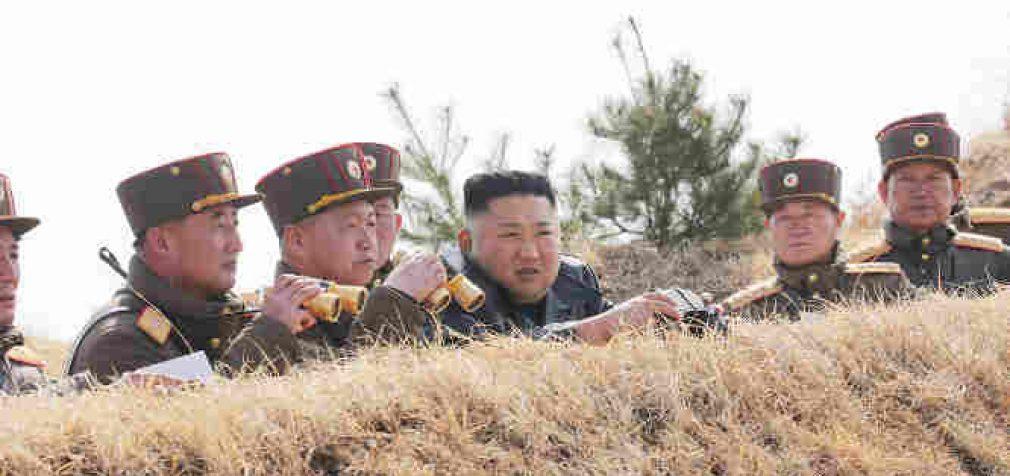 """Šiaurės Korėja įvedė kariškius į demilitarizuotą zoną ir grasina Pietinei smūgiu """"nepasiekiamu vaizduotei"""""""